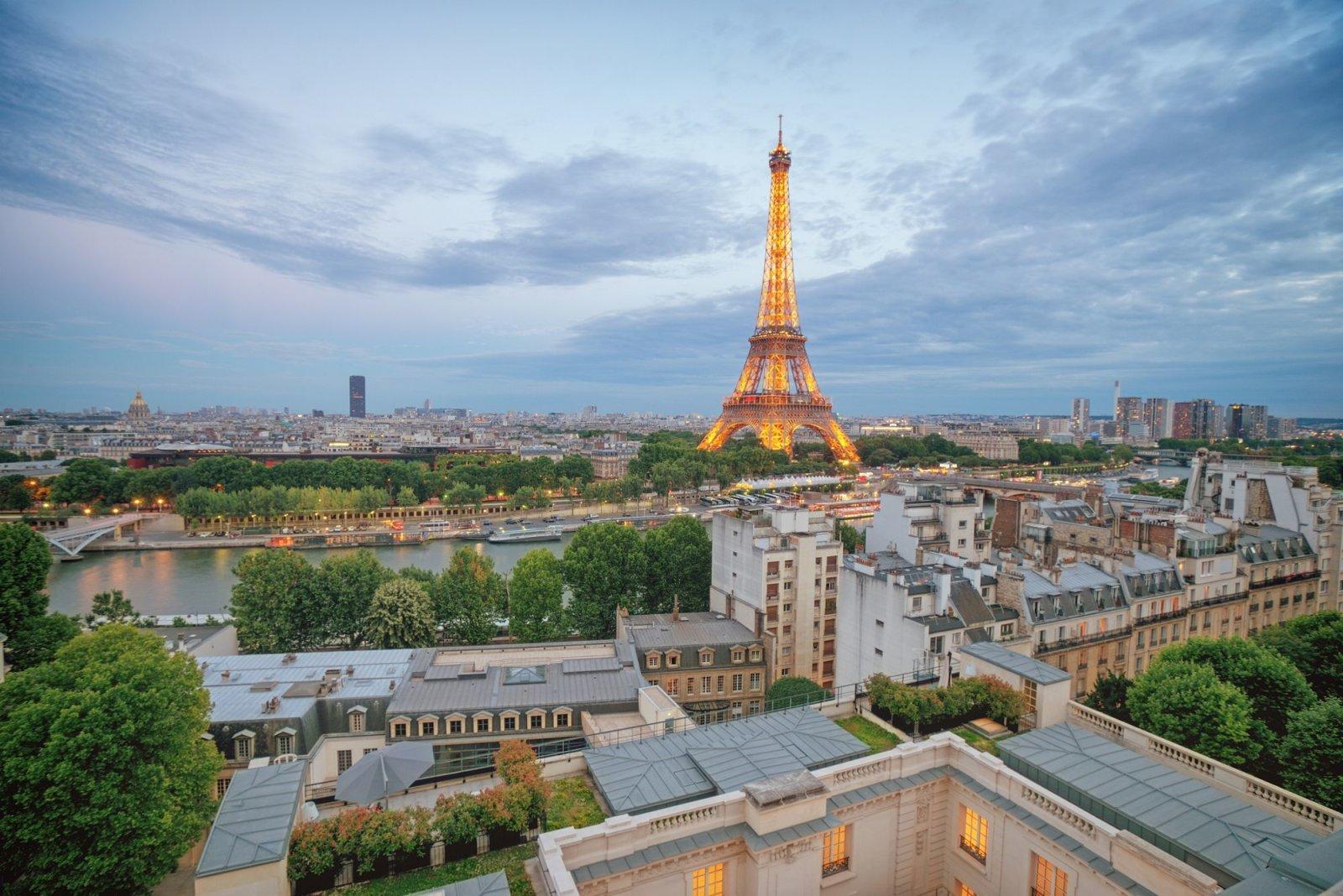Paris - Eiffel Tower at Dusk